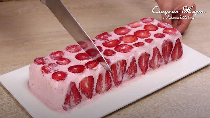 Клубничное мороженое-торт